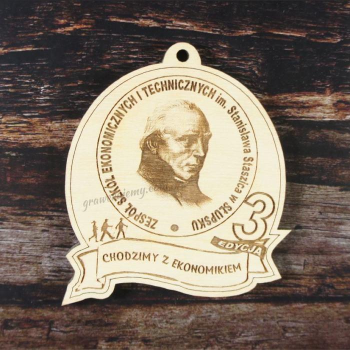 Medal drewniany 154. Chodzimy z ekonomikiem
