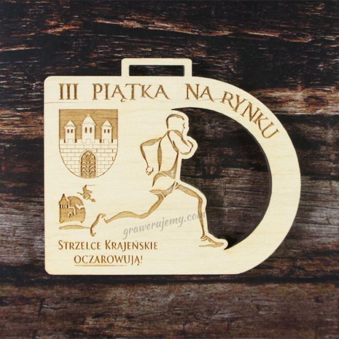 Medal drewniany 177 - Piątka na rynku