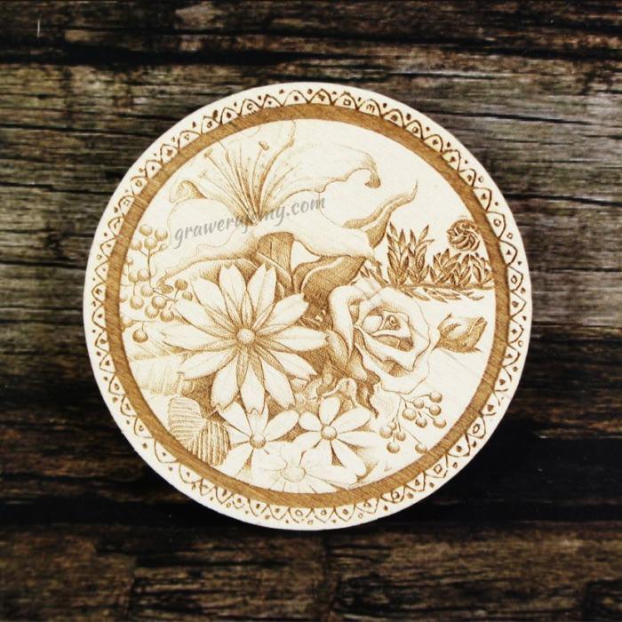 Medal drewniany 212 - kwiaty