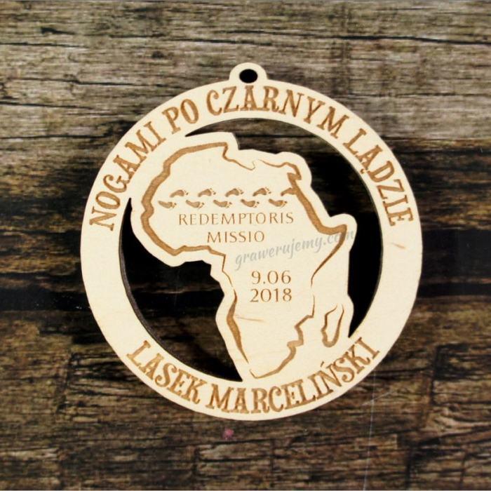Medal drewniany 413 Nogami po czarnym lądzie